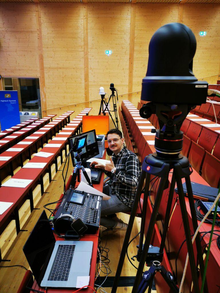 Livestream Anbieter Technik. 3 Kameras. 1 Kamera Operator. 1 Live-Regisseur.